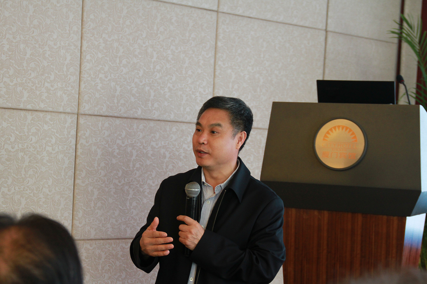中国海洋大学张玉忠教授主持学术研讨会
